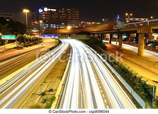 Tráfico por la noche - csp9096044