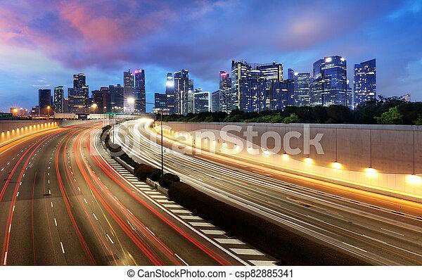 tráfico, singapur, noche, contorno - csp82885341