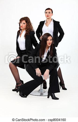 Trio de mujeres de negocios dinámicas - csp8004160
