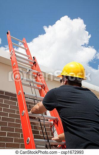 El obrero sube por la escalera - csp1672993