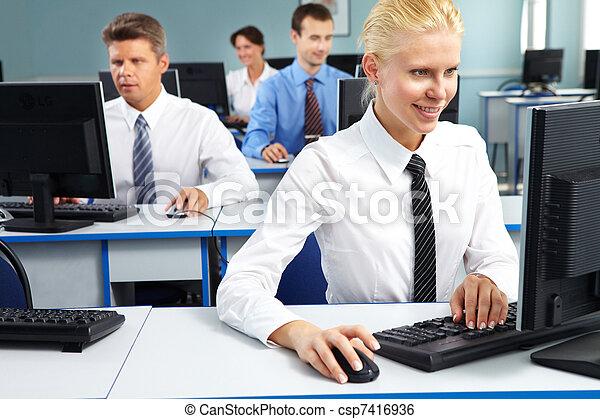 Una empleada de oficina - csp7416936