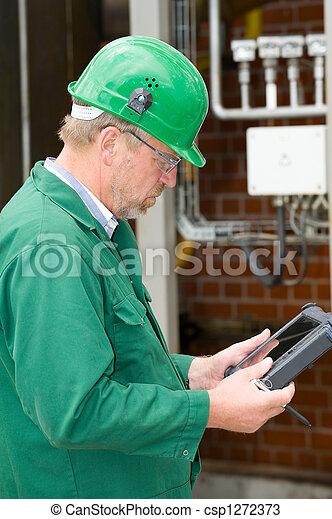 Trabajador industrial - csp1272373
