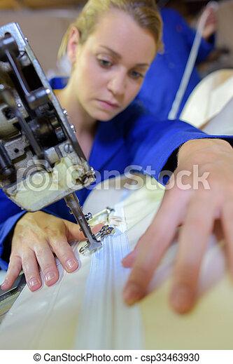 Trabajador industrial - csp33463930