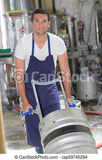 Trabajador industrial de consumo - csp59745294