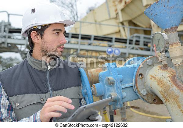 trabajador industrial, tenencia, tableta - csp42122632