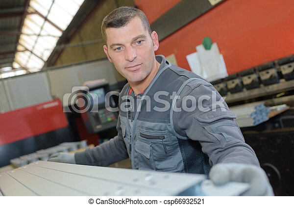Trabajador industrial - csp66932521
