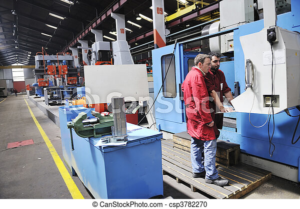 Trabajadores en la fábrica - csp3782270