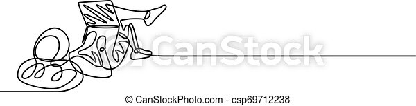 Un independiente trabajando con un portátil tirado en el suelo - csp69712238