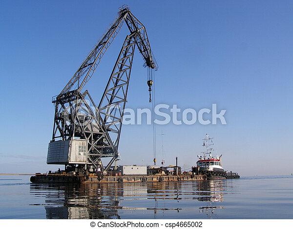 Trabajo en Seaport, movimiento de los barcos en una boca del río del mar Báltico. - csp4665002