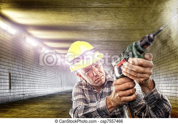 En el trabajo - csp7557466