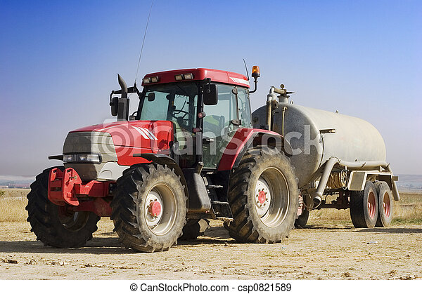 Un tractor rojo - csp0821589