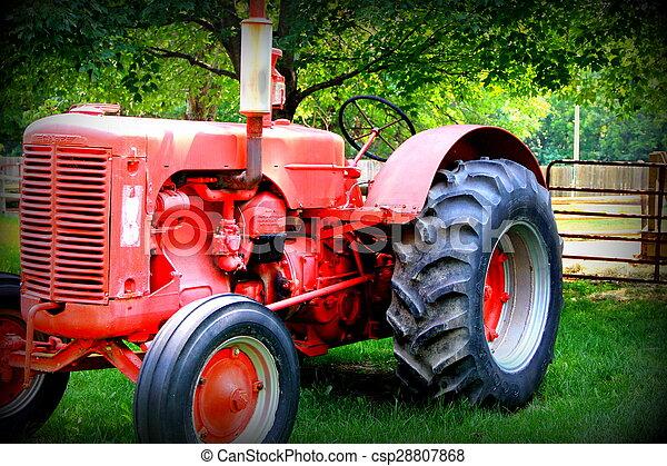 Tractor de granjas rojas - csp28807868