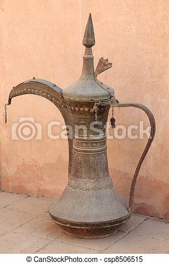 Café árabe tradicional en el museo - csp8506515