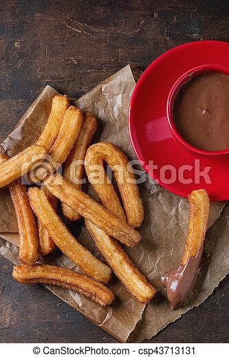 tradicional, churros, espanhol, chocolate - csp43713131
