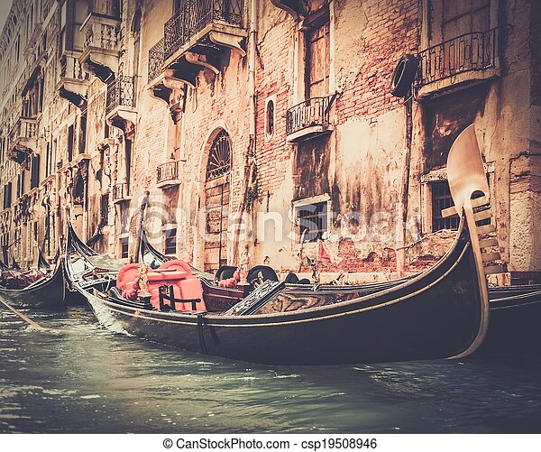 Tradicional Venice Gondola Ride - csp19508946