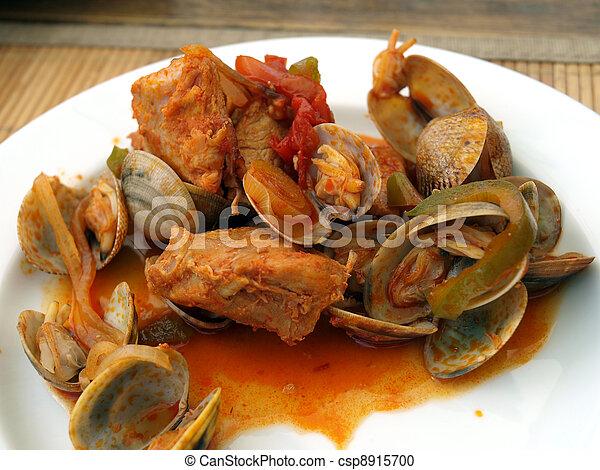 Una comida tradicional de portugués. - csp8915700