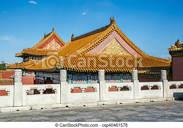 traditional chinese architectural roof with animals immortal and