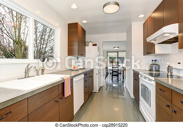 Traditional kitchen with gray floor. - csp28915220