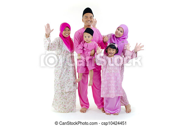 traditional malay family during hari raya occaion - csp10424451