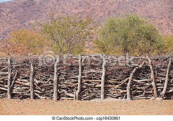 Traditionelle Hütten von Heba-Leuten - csp16430861