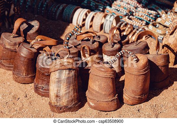 Traditionelle Souvenirs von Heba-Leuten, Afrika - csp63508900