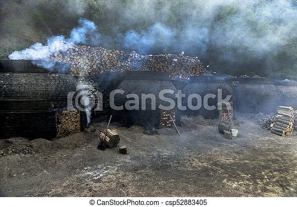 traditionnel, charbon de bois, production, manière, forêt - csp52883405