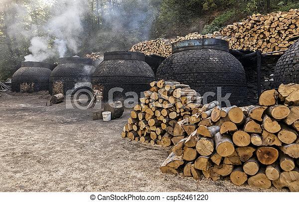 traditionnel, charbon de bois, production, manière, forêt - csp52461220