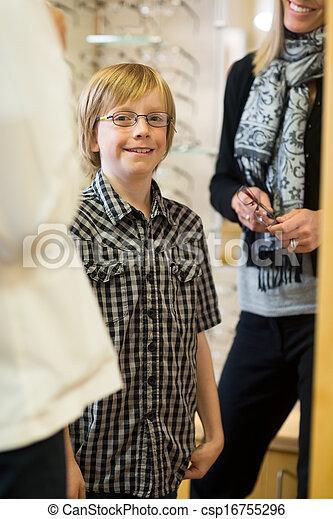 tragen, junge, lächeln, kaufmannsladen, brille - csp16755296