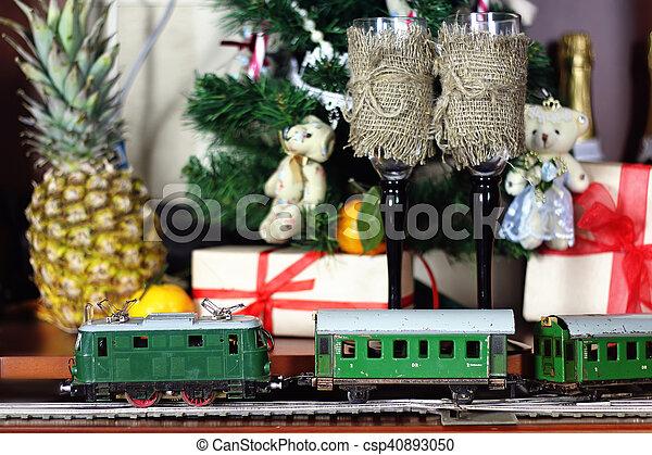 train under tree gift - csp40893050