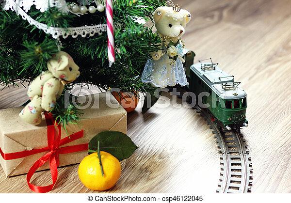 train under tree gift - csp46122045