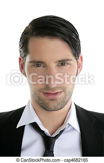Un hombre joven y cercano pinta traje negro y collar - csp4682165