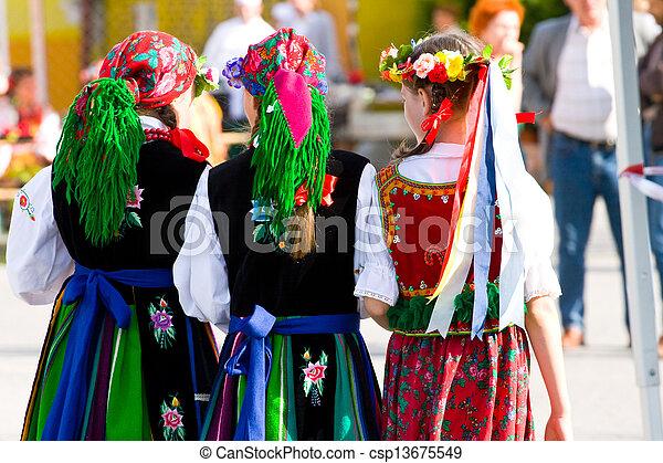 Trajes étnicos - csp13675549