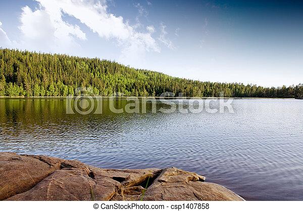 Un lago tranquilo - csp1407858