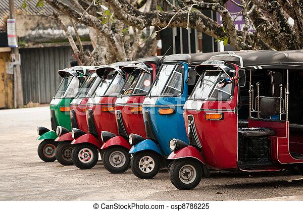 Tuk-tuk ist ein beliebter asianischer Transport als Taxi. - csp8786225