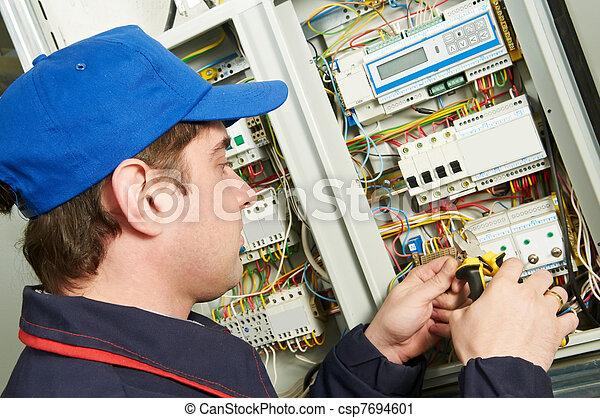 travail, électricien - csp7694601