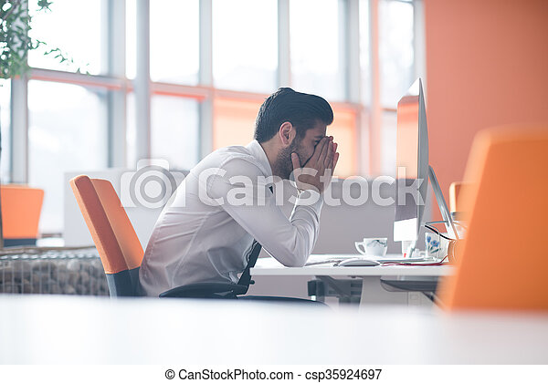 travail, frustré, jeune, homme affaires - csp35924697