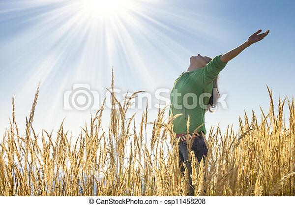 trawa, szczęśliwy - csp11458208