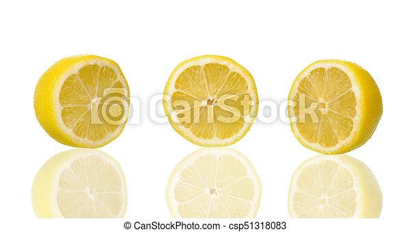Limón en fondo blanco con camino de recorte - csp51318083