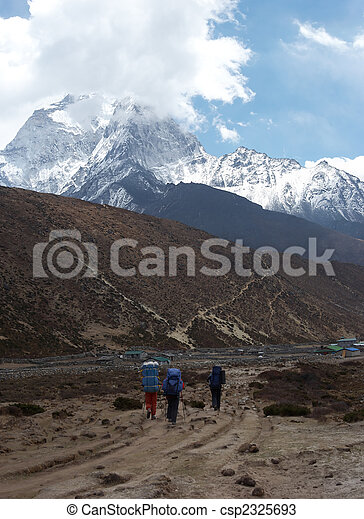 Trekkers at Everest trail, Himalaya, Nepal - csp2325693
