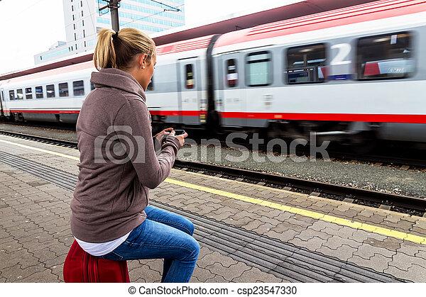 trem, escreve, mulher, sms, esperando - csp23547330