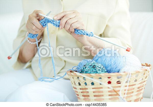 tricotando, roupas - csp14435385