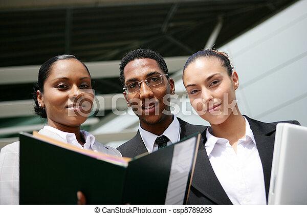 trio, 射击, 彩色, 办公室, 年轻, 低的角度 - csp8789268