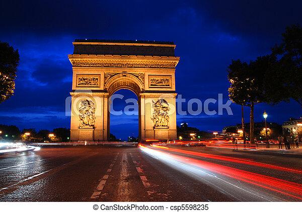 Arco triunfal por la noche - csp5598235