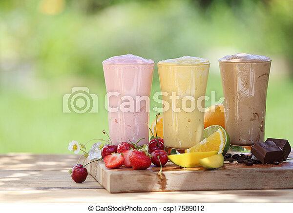 trois, fruit, choclate, milk-shakes, smoothies, ou - csp17589012