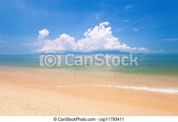 Playa de Koh Samui y mar tropical - csp11793411
