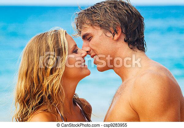 tropische , küssende , paar, sandstrand, junger - csp9283955