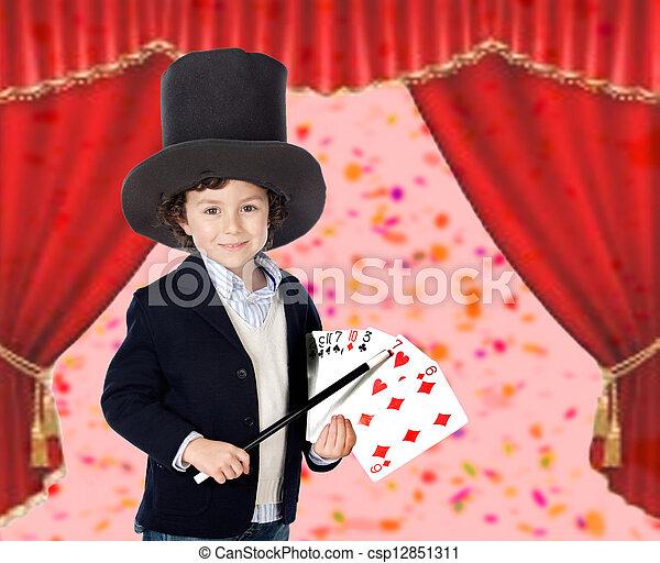 Joven mago haciendo un truco de cartas - csp12851311