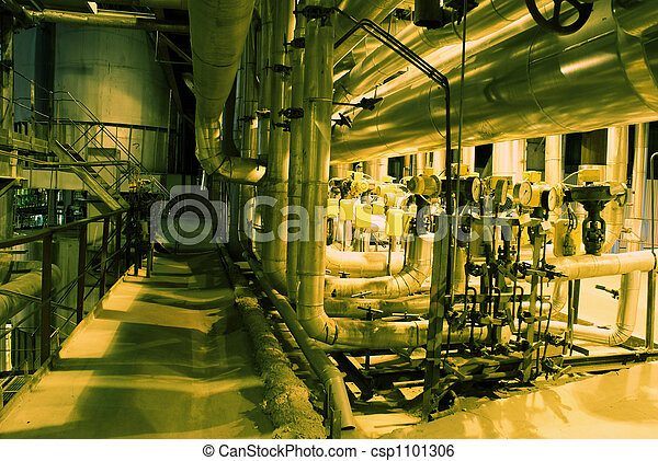 Turbinas, tubos, maquinaria y vapor en una planta eléctrica - csp1101306