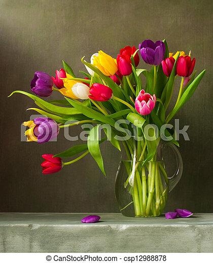 Aún vive con tulipanes coloridos - csp12988878