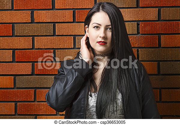Twenty something woman - csp36653005